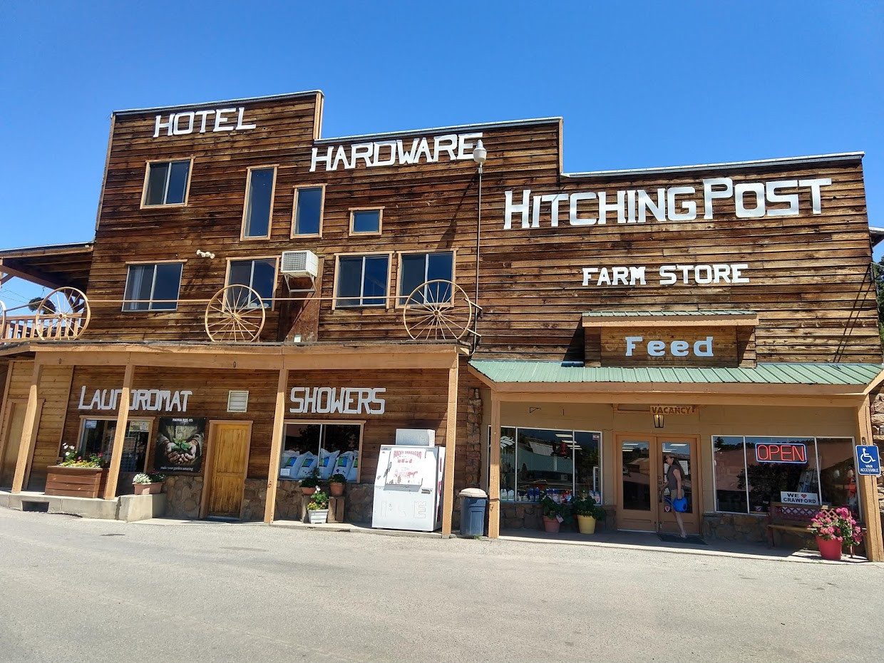 The Hitching Post Hotel And Farm Store, Crawford