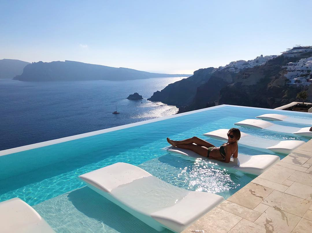The pool at Canaves Oil Villa, Santorini, Greece. instagram.com/chiarac__