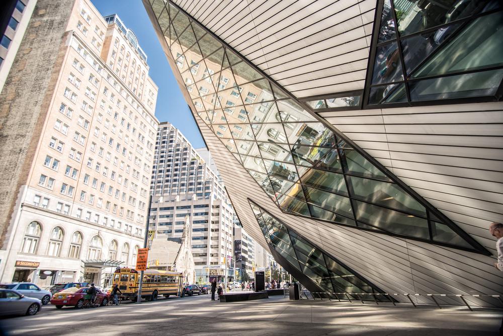 Royal Ontario Museum, Bloor St, Toronto, Ontario, Canada. Francesco Cantone/Shutterstock.com
