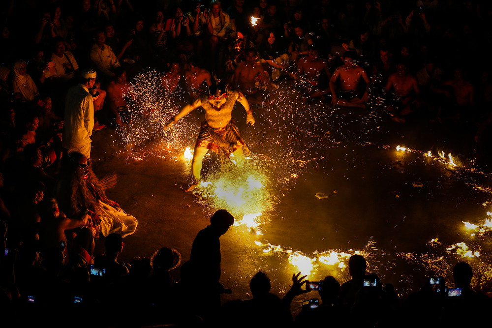 Fire Dance at Uluwatu Temple, Bali, Indonesia. CHEN WS / Shutterstock.com