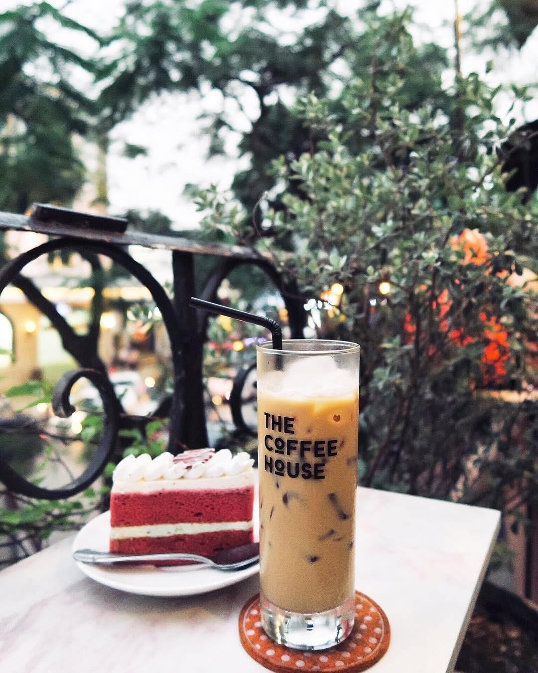 Hanoi House Cafe, Hanoi, Vietnam. instagram.com/joanikaj