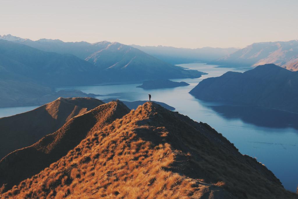 Roys Peak, Peak