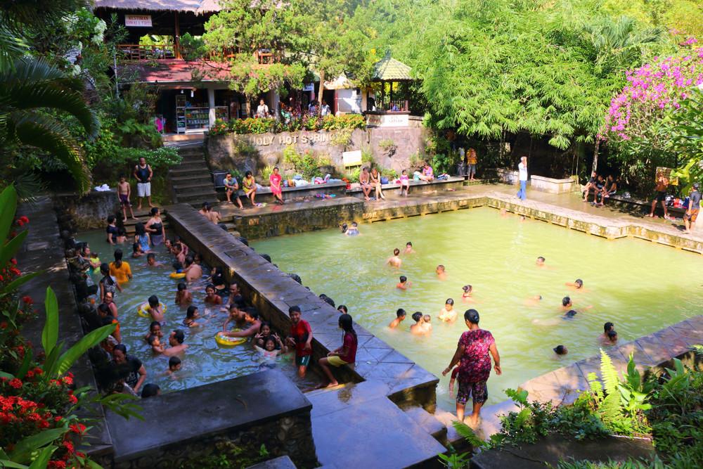 Air Panas Banjar hot springs, Bali, Indonesia. Judith Lienert / Shutterstock.com