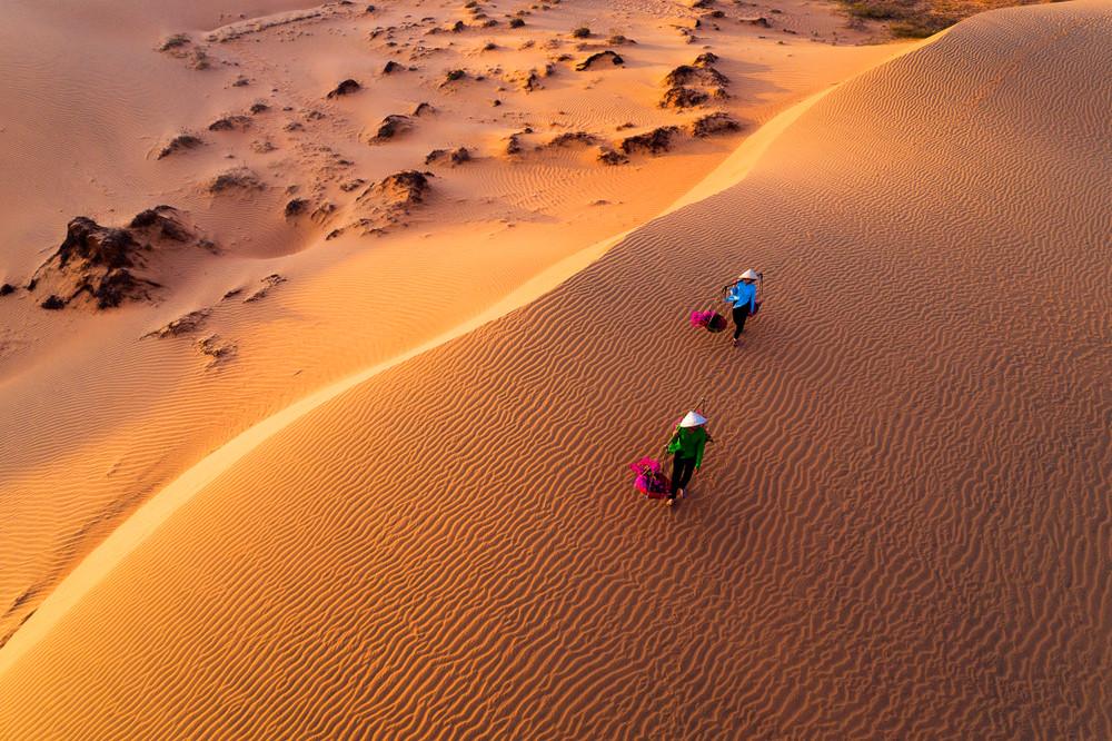 Mui Ne sand dunes, Phan Thiet, Vietnam. pradeep_kmpk14/Shutterstock.com