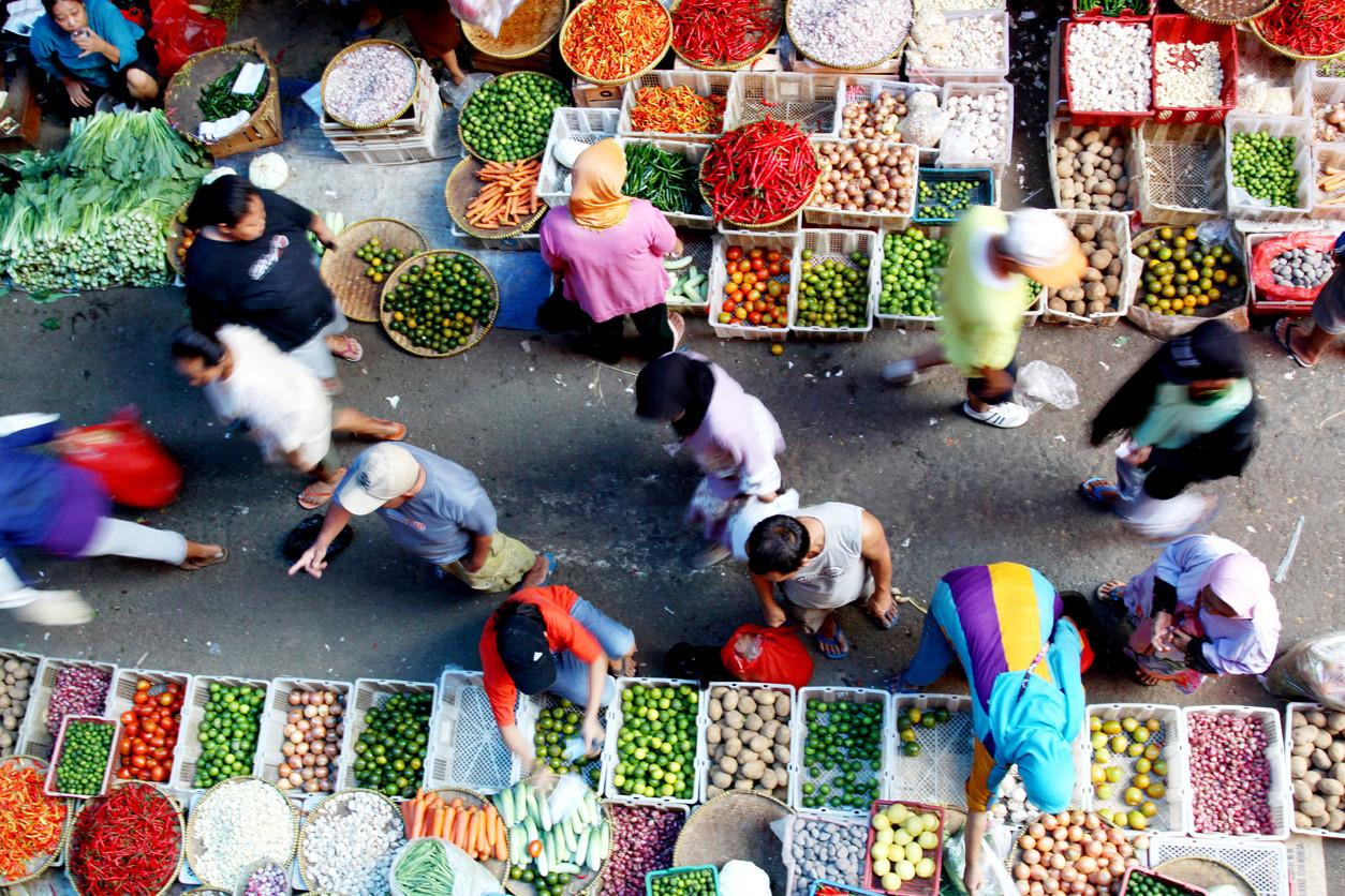 Vibrant market, Jakarta, Indonesia. Herianus/istockphoto.com