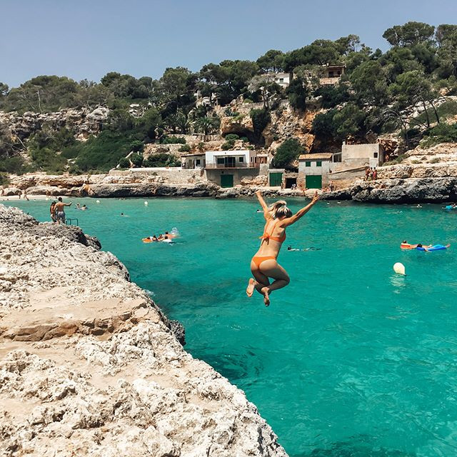 Cliff jumping, Cala Llombards, Mallorca. instagram.com/thefreshspot_