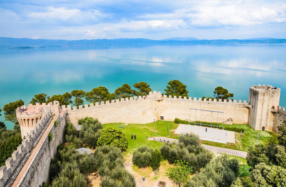 Trasimeno Lake, Castiglione del lago fortress, Umbria, Italy. leonori / Shutterstock.com